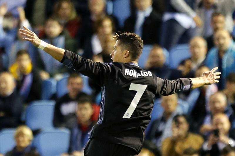 Cristiano Ronaldo celebra um golo ao Celta de Vigo na vitória do Real Madrid