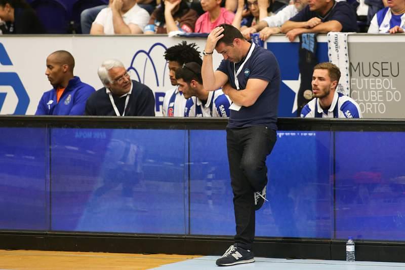 Ricardo Costa fala em 'coisas difíceis de entender' no campeonato