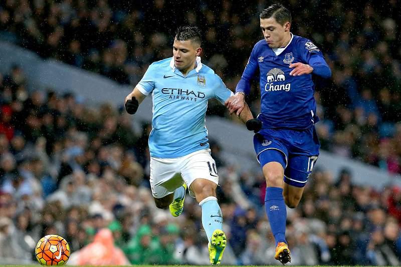 Sergio Aguero em ação pelo Manchester City no nulo frente ao Everton