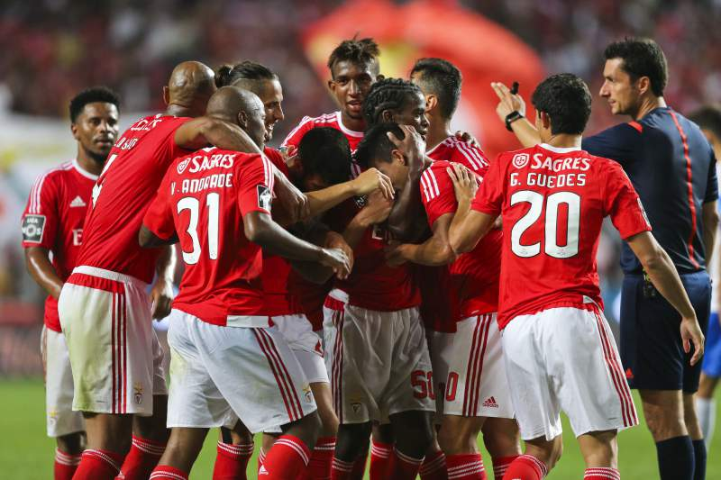 Benfica goleia Estoril por 4-0