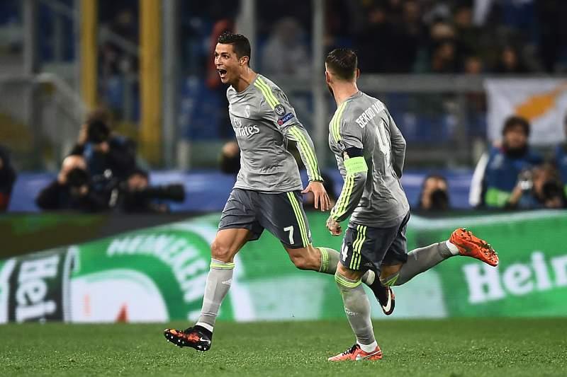 Cristiano Ronaldo celebra um golo no Estádio Olímpico de Roma