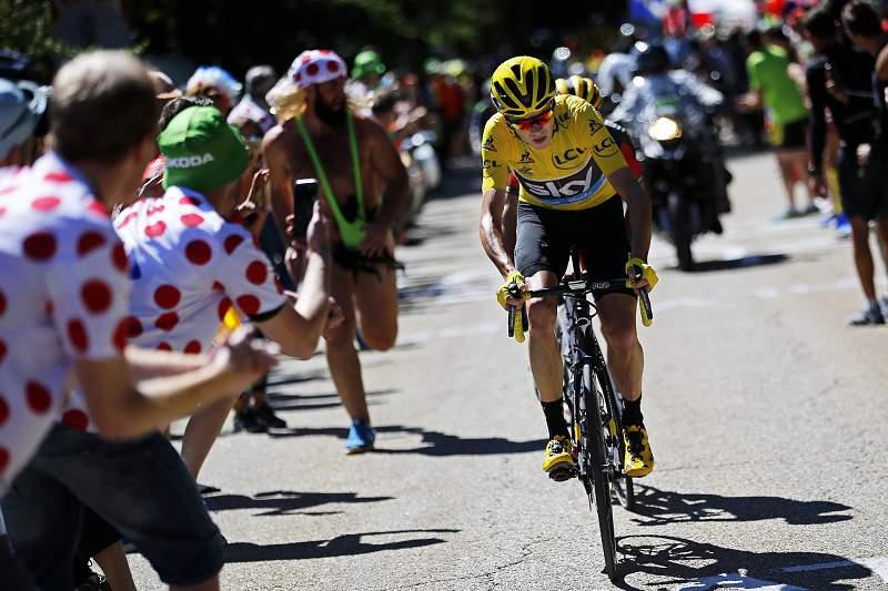 Chris Froome em ação na Volta a França em bicicleta