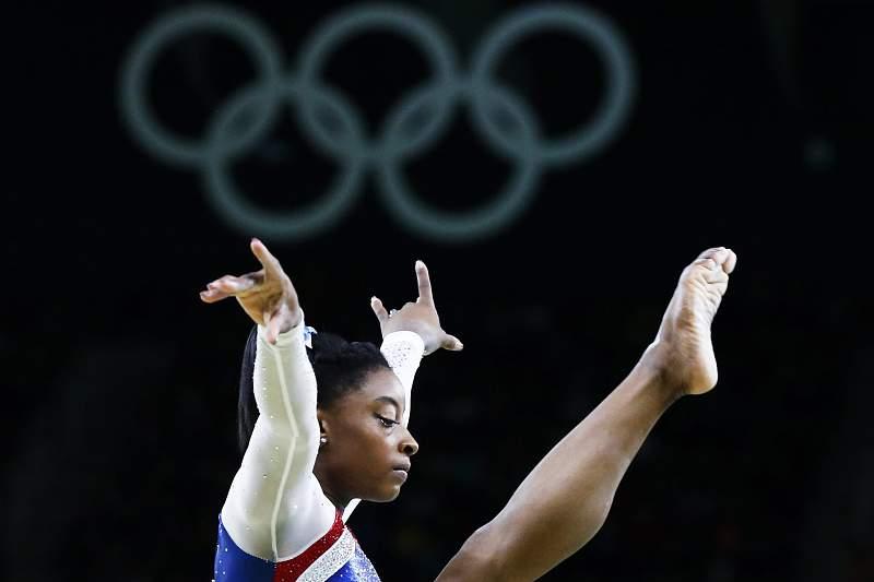 Simone Biles procura na trave o quarto ouro olímpico