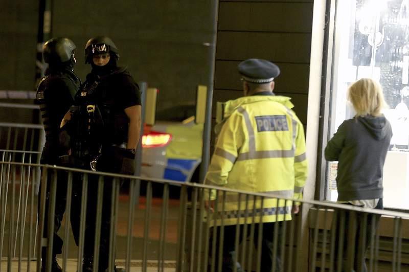 Pelo menos 22 pessoas morreram e 59 ficaram feridas numa explosão na Arena de Manchester