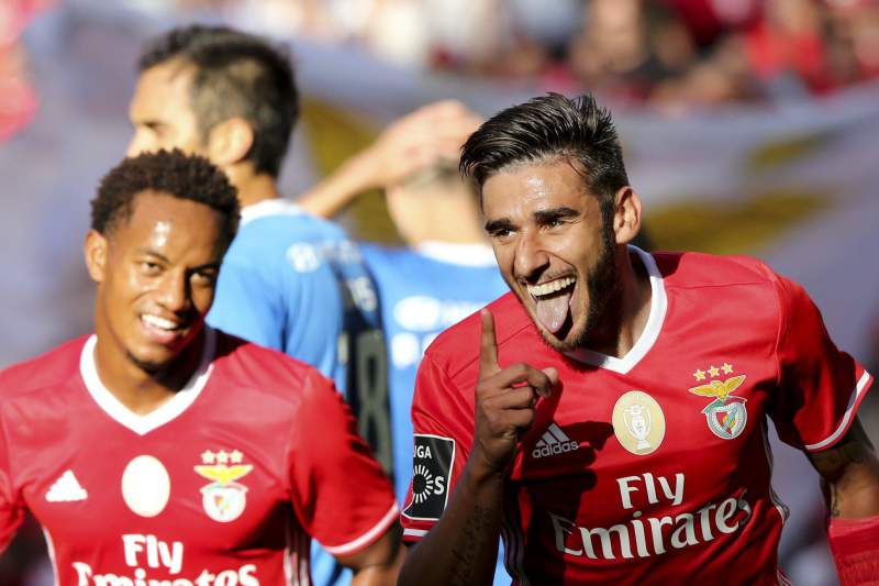 Salvio e Carrillo festejam golo do Benfica