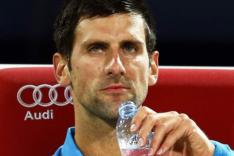 Djokovic desiste no Dubai por problemas oculares