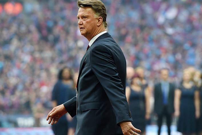 Louis sai de cena. Van Gaal encerra carreira de treinador