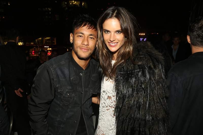 Neymar e Alessandra Ambrosio juntos na campanha da Replay