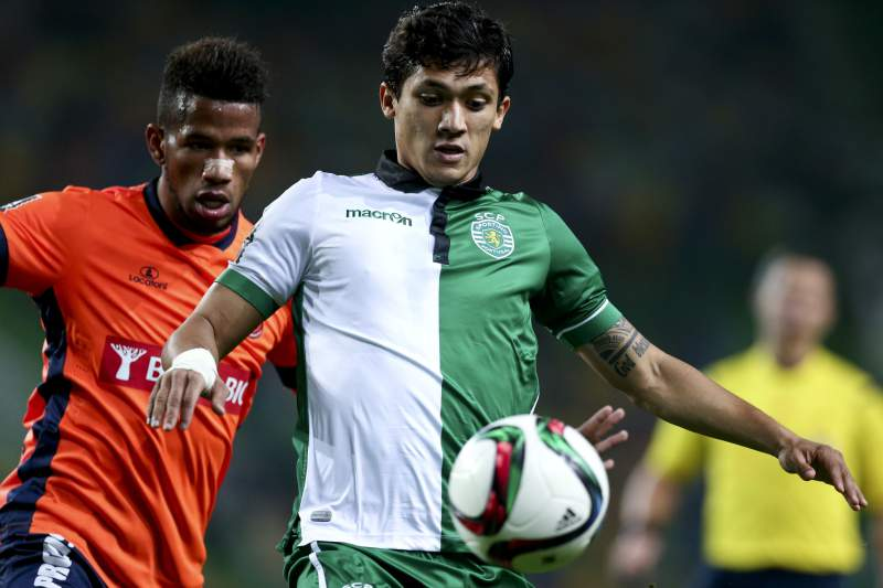 Montero e Pelé em ação no último confronto entre Sporting e Paços de Ferreira
