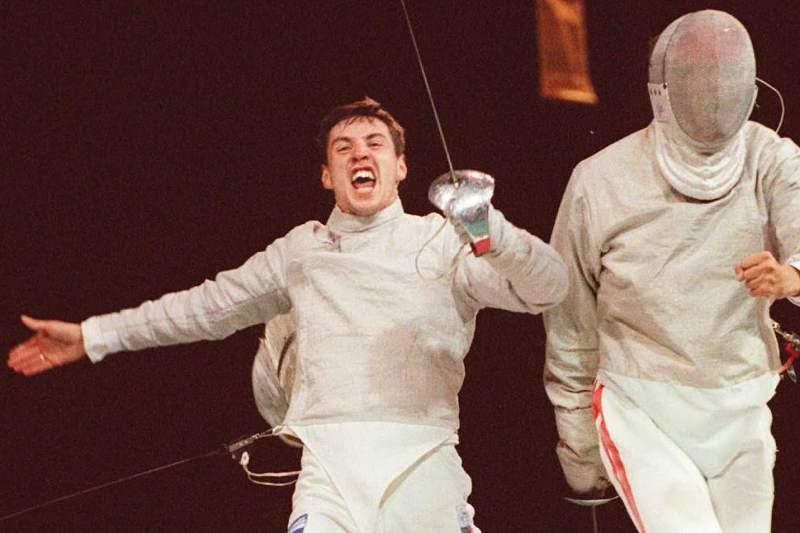 Sergei Sharikov celebra a vitória sobre Damien Touya