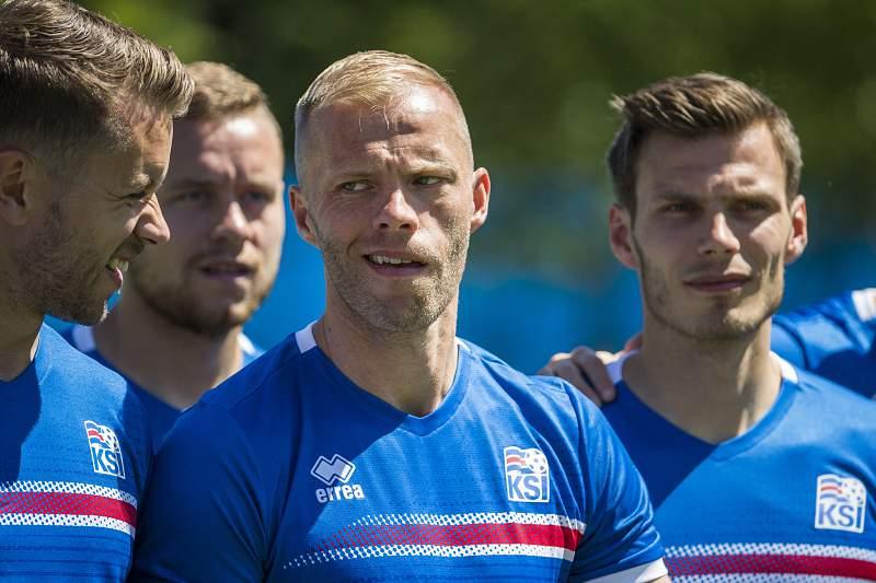 Eidur Gudjohnsen durante um treino da Islândia