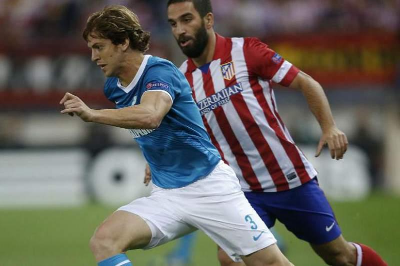 Ansaldi num jogo entre o Zenit e o Atlético Madrid