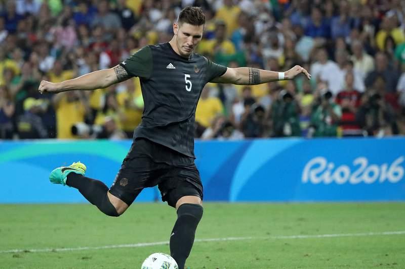 Lukas Klostermann converte uma grande penalidade na final do torneio olímpico