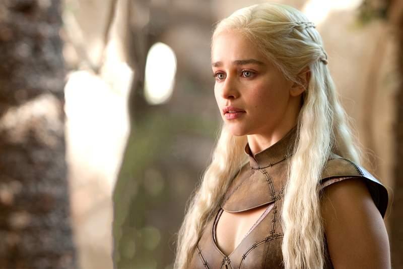 Emilia Clarke, a Khaleesi de Games of Thrones
