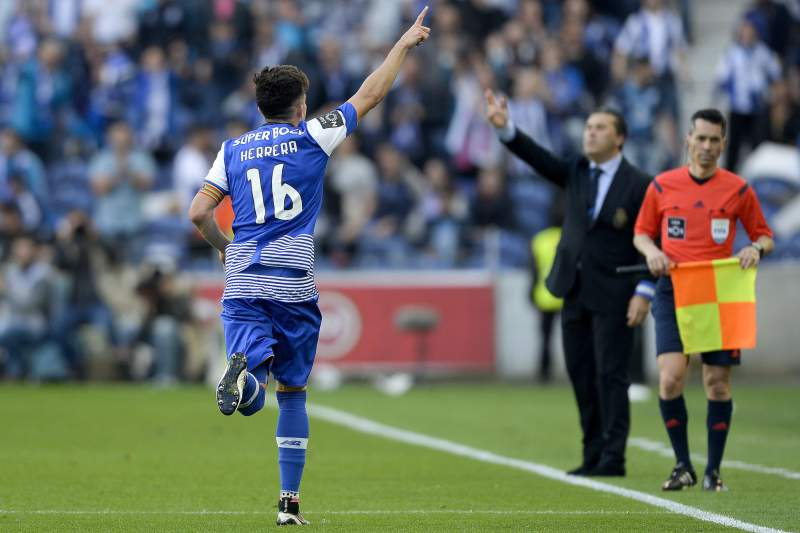 Herrera celebra o golo do FC Porto no Dragão