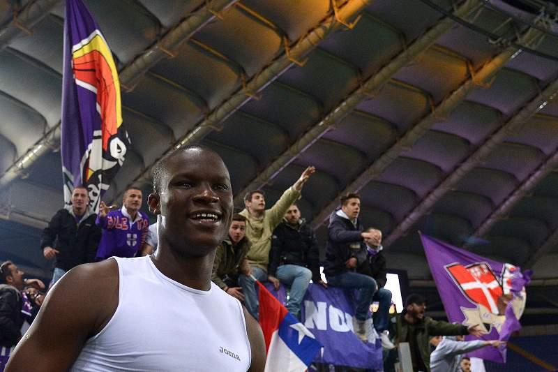 Babacar celebra com os adeptos da Fiorentina