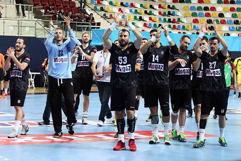 Jogadores do Besiktas celebram o triunfo sobre o ABC de Braga
