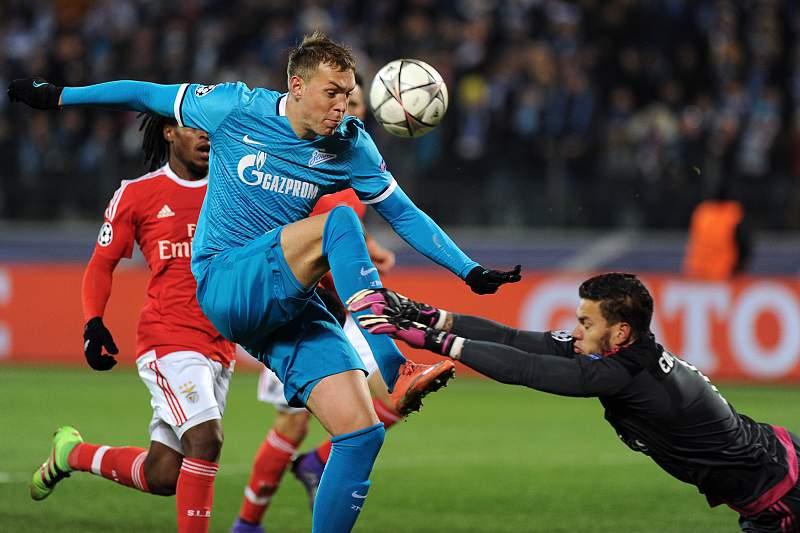 Zenit-Benfica - Ederson com grande defesa