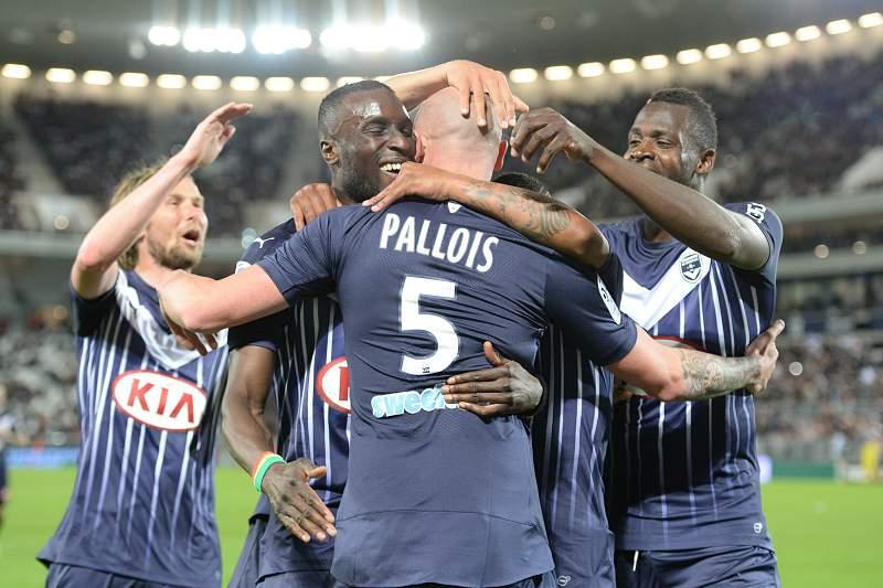 Nicolas Pallois celebra o golo contra o PSG