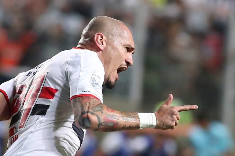 Maicon celebra um golo pelo São Paulo