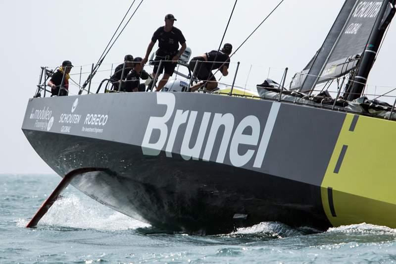 O veleiro holandês Brunel impôs-se hoje na sexta corrida no porto na Volvo Ocean Race, que decorreu no porto brasileiro de Itajaí.