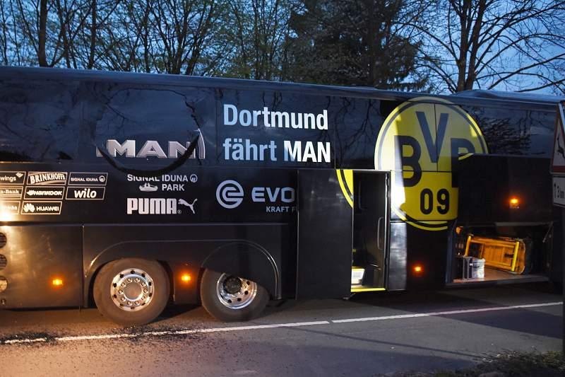 Polícia alemã não tem indícios de terrorismo no ataque ao autocarro do Dortmund