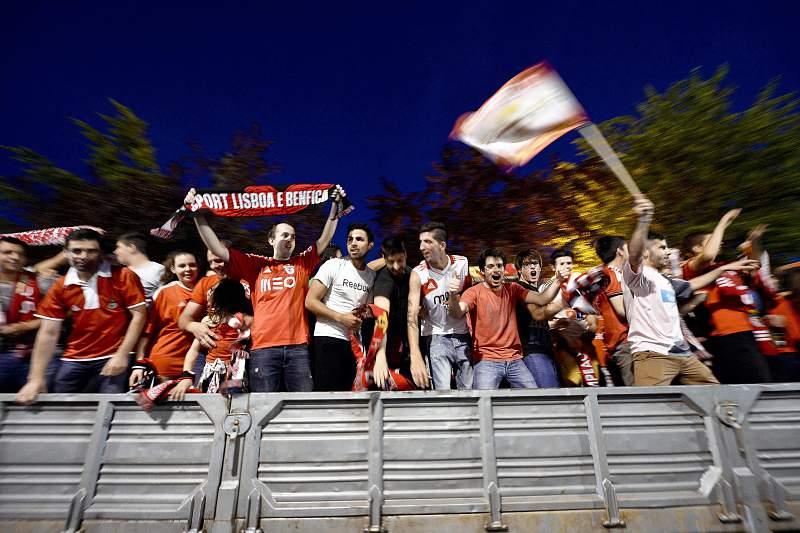 Adeptos do Benfica festejam a conquista do 34º título de campeão nacional
