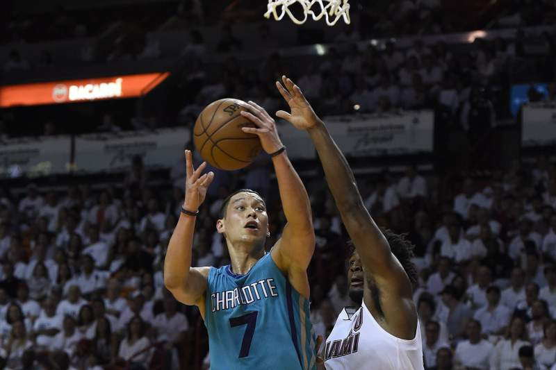 Jeremy Lin este destaque na vitória dos Charlotte Hornets sobre os Miami Heat