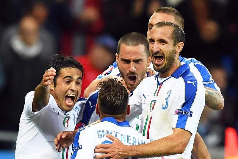 Emanuele Giaccherini (C) celebra o golo da Itália