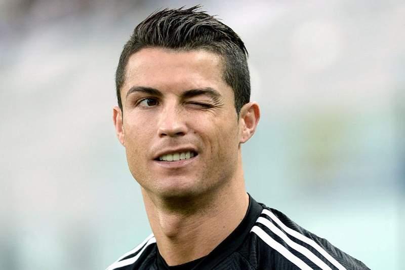 Cristiano Ronaldo rapa o cabelo (dos lados) e exibe resultado