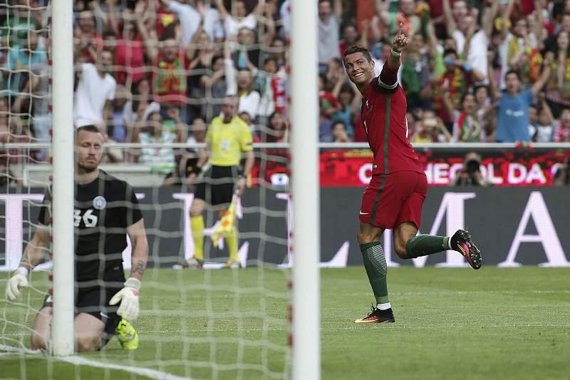 Portugal - Estónia: Ronaldo festeja golo