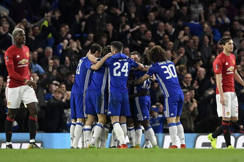 Jogadores do Chelsea celebram um golo sobre o Manchester United na Taça de Inglaterra
