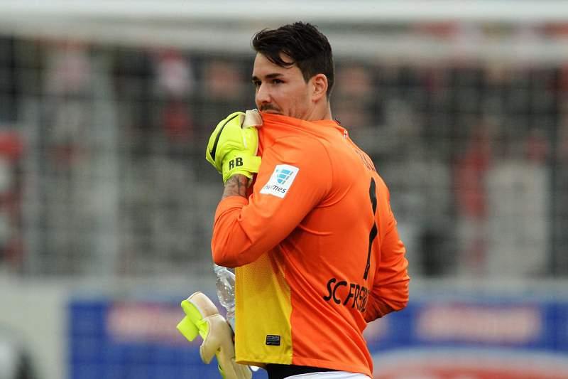 Borussia de Dortmund contrata guarda-redes suíço Roman Burki