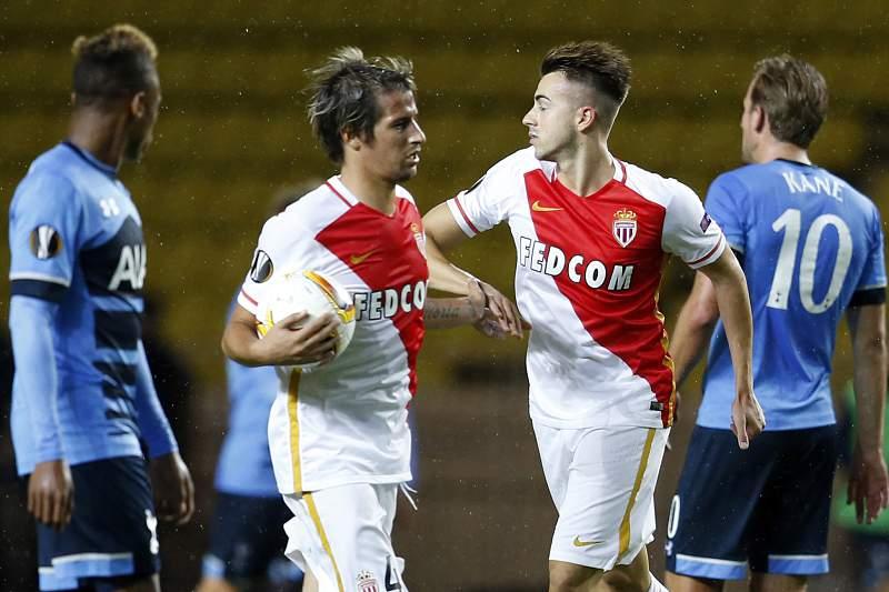 El Shaarawy celebra o golo do Mónaco com Fábio Coentrão