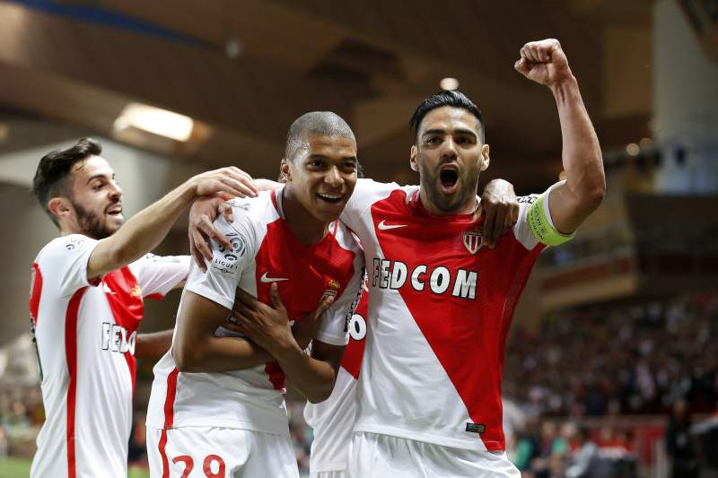 Mónaco festeja golo frente ao Saint-Étienne