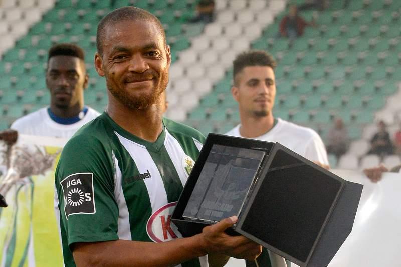 Meyong despede-se do futebol aos 36 anos