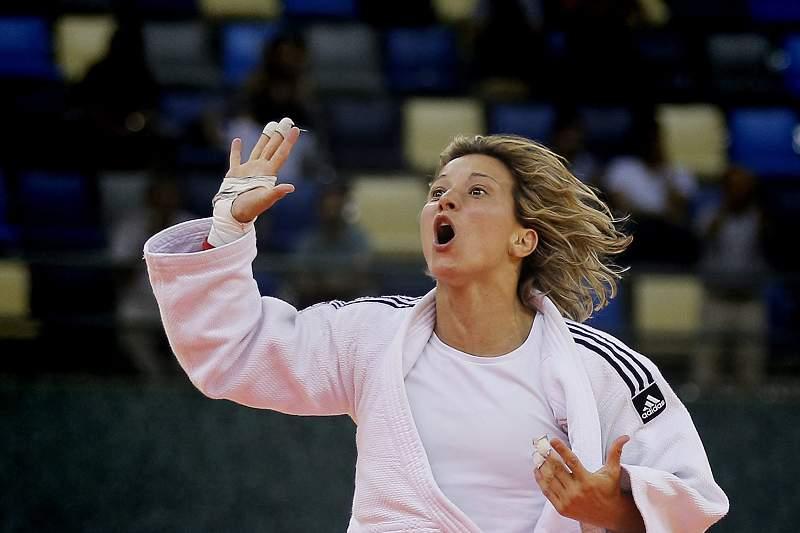 Telma Monteiro celebra efusivamente a conquista da medalha de ouro nos Jogos Europeus de Baku