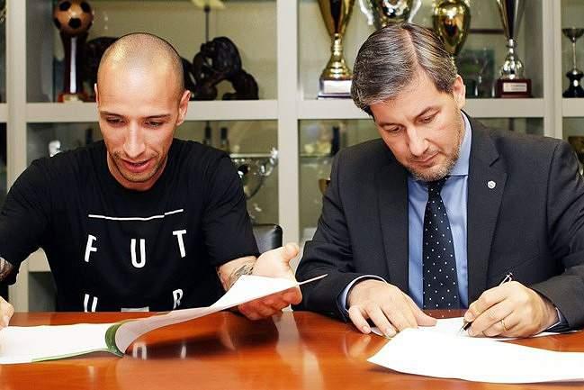 João Pinto, ao lado de Bruno de Carvalho, renova com o Sporting