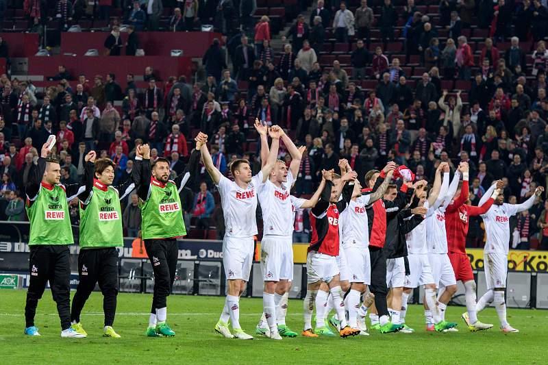 Jogadores do Colónia festejam a vitória sobre o Werder Bremen