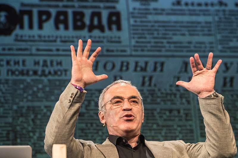Garry Kasparov regressa à competição 12 anos depois