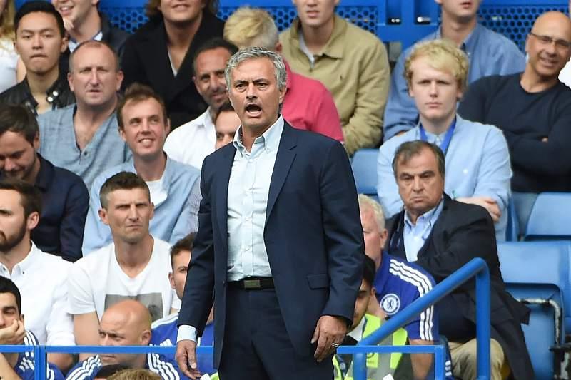 Mourinho vai de mal a pior no Chelsea