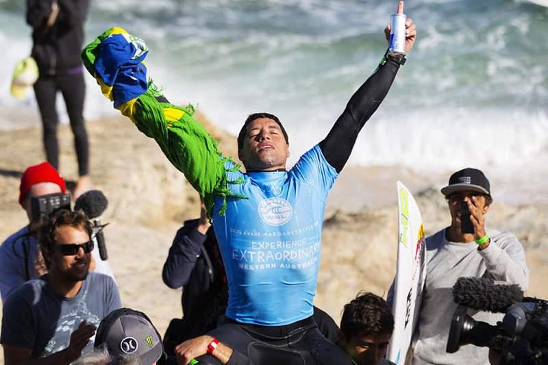 Surf: Adriano de Souza vence no oeste australiano e cimenta liderança na WSL