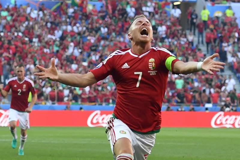 Balazs Dzsudzsak celebra um golo pela Hungria frente a Portugal
