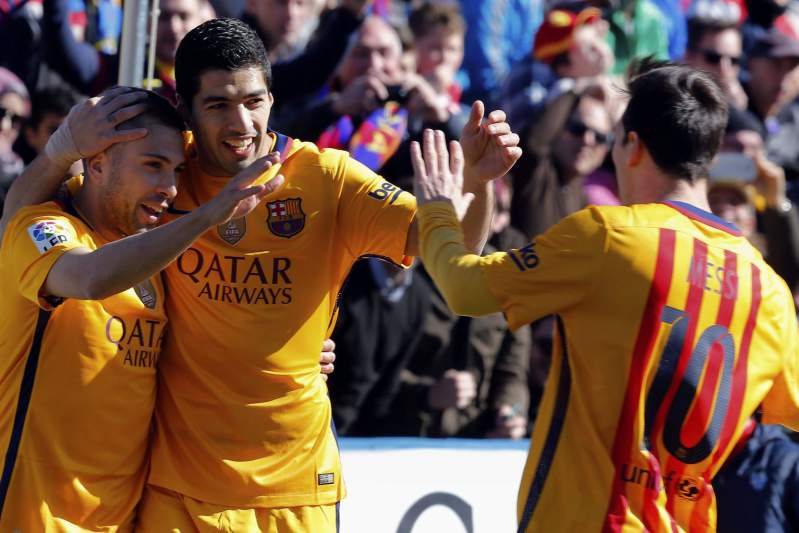 'Barça' vence Levante e volta a isolar-se na liderança