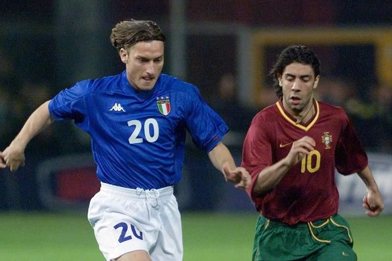 Totti com Rui Costa, num Itália - Portugal