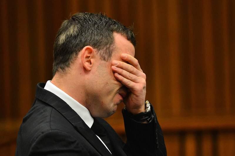 Pistorius regressa ao banco dos réus