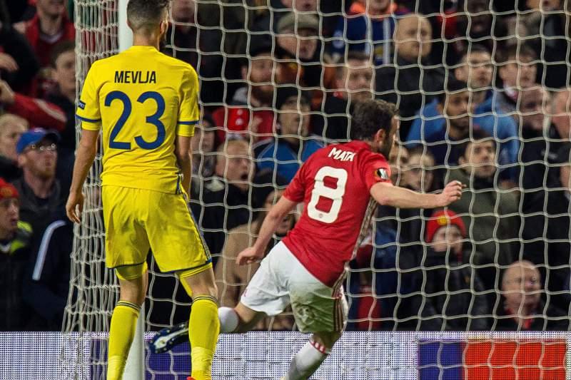 Mata resolve jogo com Rostov