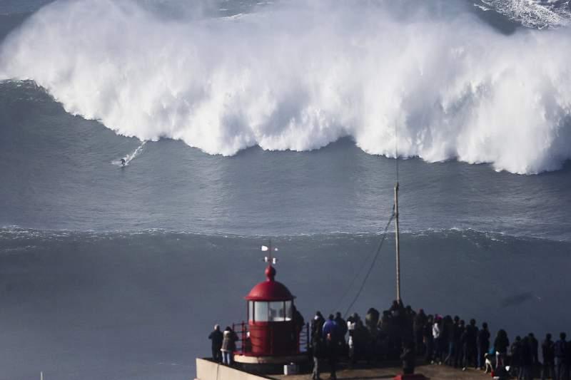 Nazaré recebe primeira prova europeia do Mundial de surf em ondas grandes