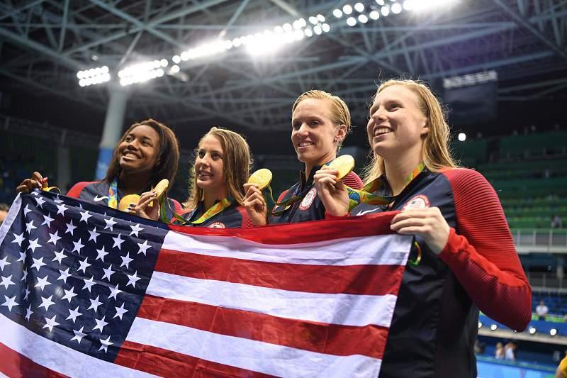 Estados Unidos vencem estafeta feminina 4x100 metros estilos