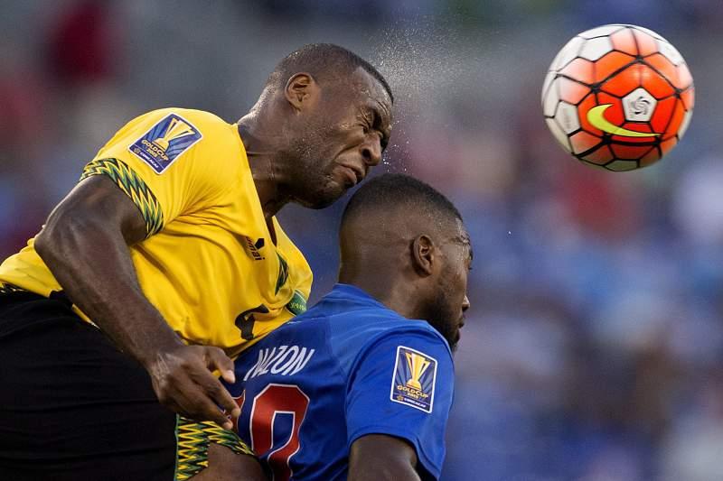 Duckens Nazon (D) representa a seleção do Haiti
